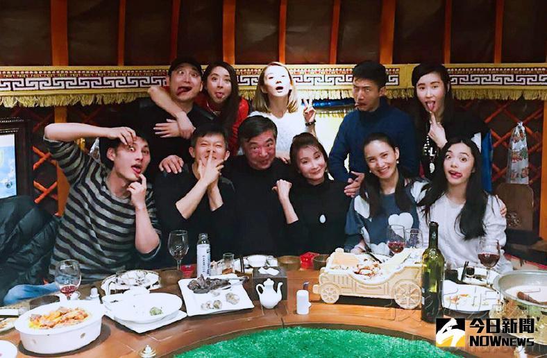北京電影學院表演系99班的師生聚會照