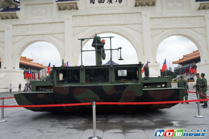 ▲M3浮門橋曾在2015年2月復興航空南港空難救援中出動。(圖/記者呂炯昌攝影.2015.10.22)