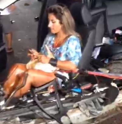 ▲血腥慎入!BMW失控撞毀,女副駕竟在殘骸中補妝。(圖/翻攝自臉書「WhatsApp Brasil」)