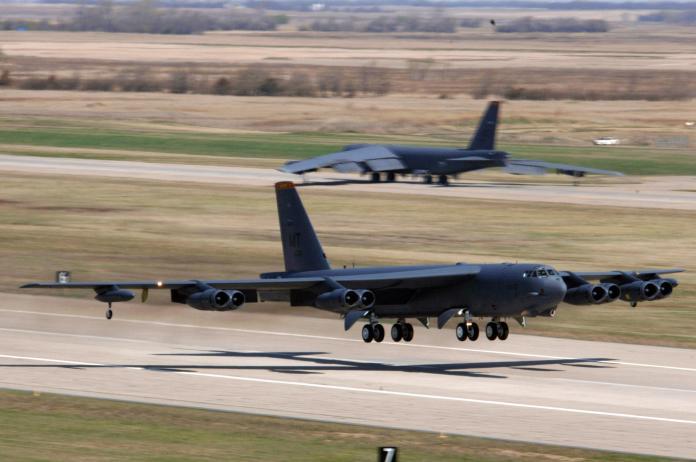 ▲美國空軍官員證實,B-52已經準備就緒,將對伊拉克和敘利亞境內的伊斯蘭國目標展開轟炸行動。(圖/美國空軍.2016.3.9)