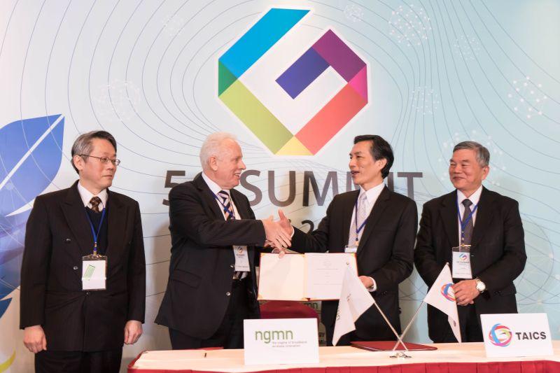 ▲新世代行動網路聯盟 (NGMN) 與「台灣資通產業標準協會」於3月15日在「2016台北5G高峰會」中共同簽署合作意向書。(圖/華碩提供)