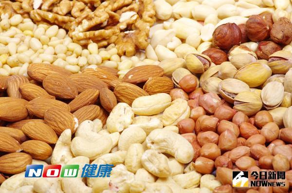 ▲堅果、香蕉含色氨酸,吃對食物不失眠。(Photo Credit: ingimage)