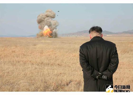 ▲金正恩視察北韓新研發反坦克飛彈試射。(圖/北韓勞動新聞.2016.3.10)