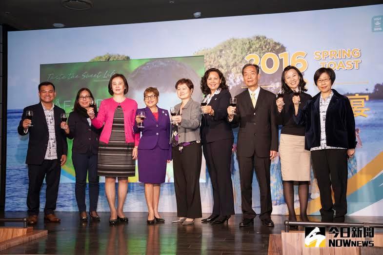 ▲關島議會議長茱迪思‧旺帕(左4)來台分享最新關島資訊。(圖/關島觀光局提供)
