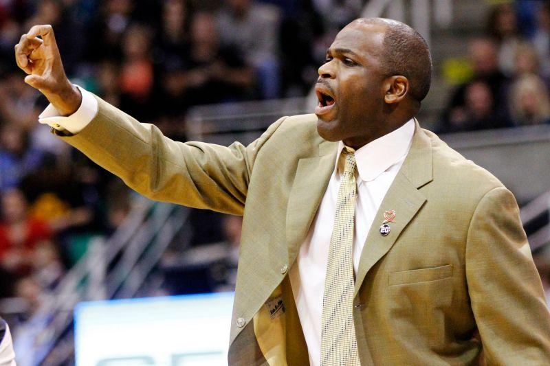 NBA/4年內3次首輪遭橫掃 溜馬主帥被球隊開除