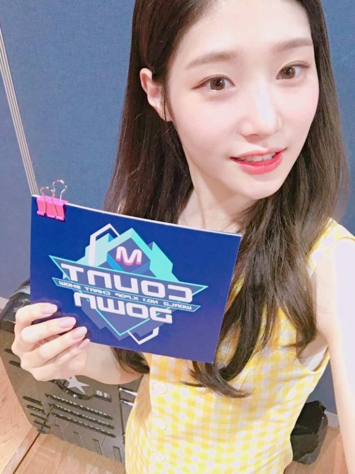 ▲DIA成員鄭彩妍擔任本周《M! Countdown》節目主持人。(圖/翻攝自DIA推特)