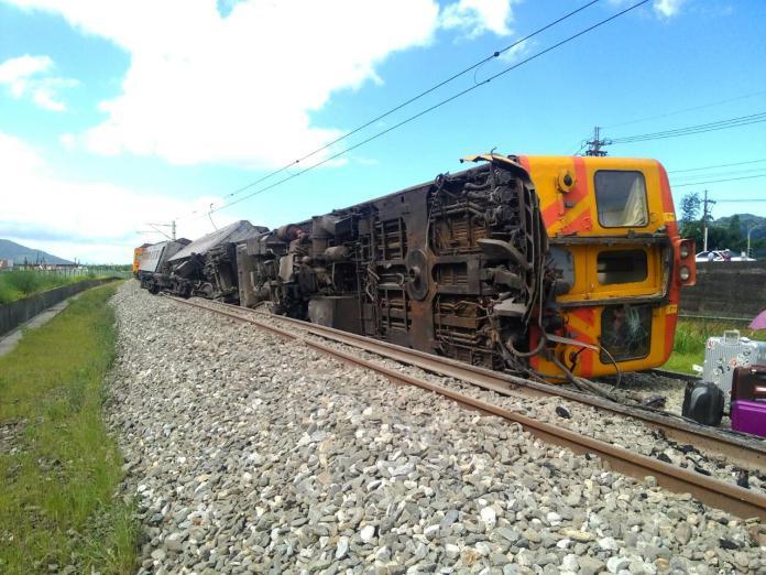 ▲台鐵307次自強號下午於花蓮段發生車廂翻覆事故。(圖/台鐵局提供)