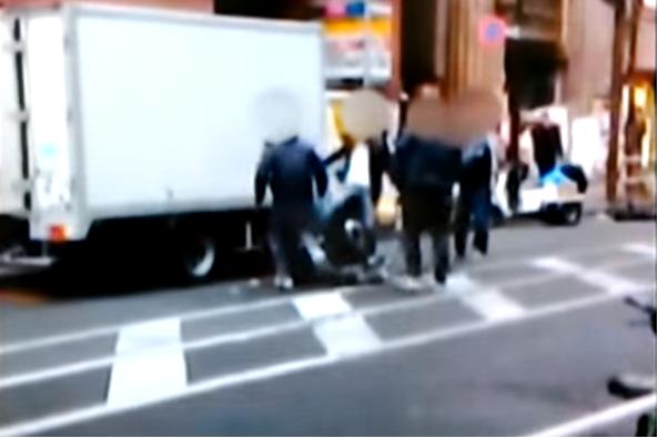 ▲日本知名黑幫「山口組」與分裂團體「神戶山口組」間的衝突愈演愈烈,警視廳遂於7日正式宣布成立「對立抗爭集中取締本部」,要求全國警察加強組織監控,並強化治安維護。(圖/翻攝自Youtube)
