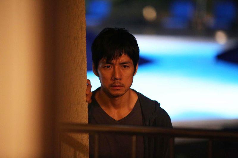 ▲西島秀俊在片中著迷般地偷窺女人。(圖/天馬行空,2016.06.22)