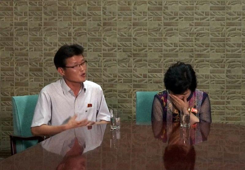 ▲脫北者家屬哭訴女兒是遭南韓情報單位綁架。(圖/達志影像/美聯社 2016.6.21)