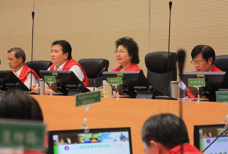 ▲莫蘭蒂颱風市長陳菊坐鎮主持第一次工作會議。(圖/記者潘姿瑛攝)