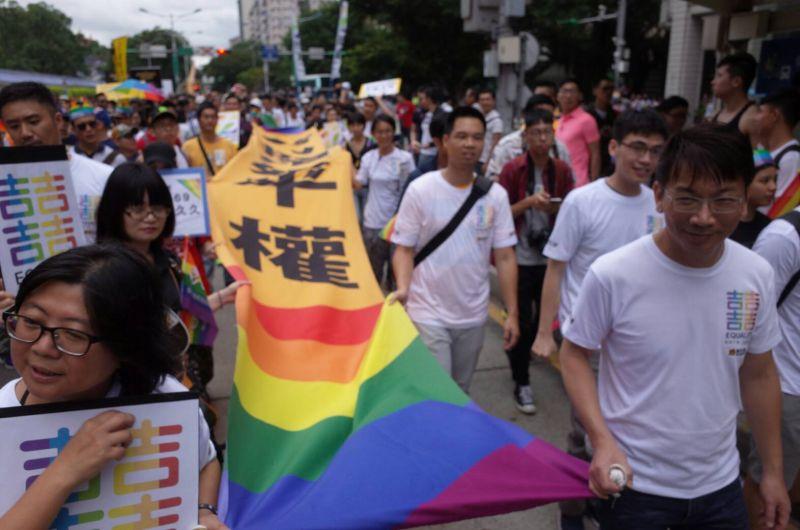▲網友討論為何台灣同婚已經通過,還要上街遊行。(圖/NOWnews資料照)
