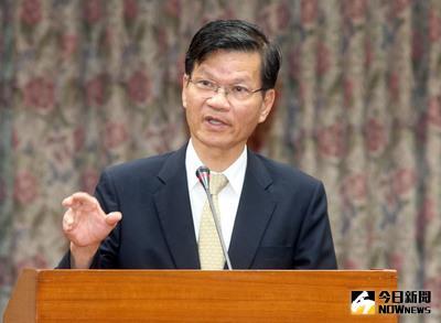 身陷浩鼎案的中研院長翁啟惠(圖)27日在立法院表示,他不辭職是要耐心跟社會溝通,並相信司法會還他清白。中央社記者鄭傑文攝 105年4月27日