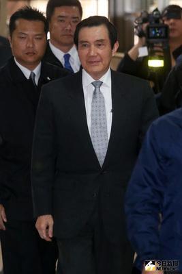 立法委員柯建銘自訴前總統馬英九涉嫌洩密、違反通保法等案,台北地院21日下午2時開庭,馬英九(前)出庭。中央社記者吳家昇攝  106年2月21日