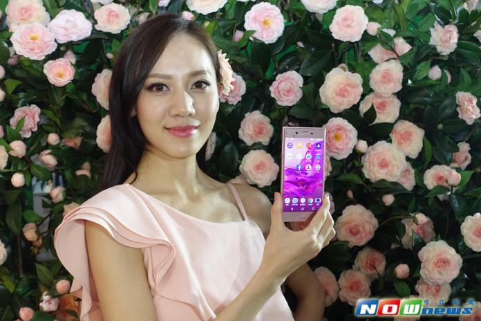 ▲SONY瞄準女性市場,Xperia XZ推出新色「山茶花粉」。(圖/記者陳敬哲攝,2016.11.21)