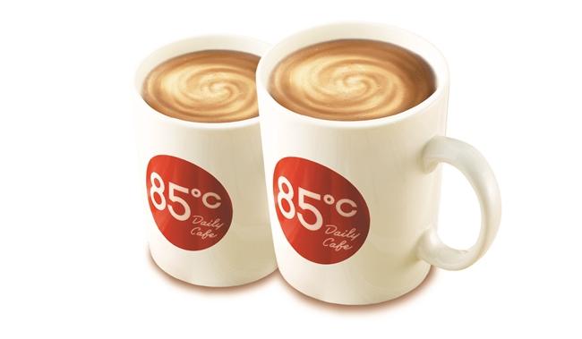 ▲85度C在開工當天祭出咖啡第2杯半價的優惠。(圖/85度C提供)