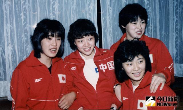楊希(左二)。