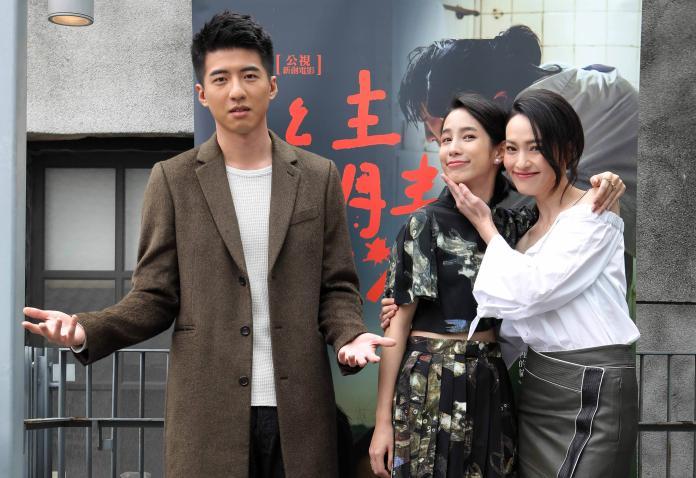 ▲傅孟柏(左)在劇中,與溫貞菱、姚以緹都有床戲演出。(圖/公視,2017.03.04)