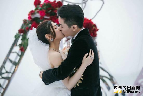 陳曉與陳妍希一個是小龍女,一個是楊過,他們因戲生愛,在戲外,過兒終於娶到了自己的姑姑 。