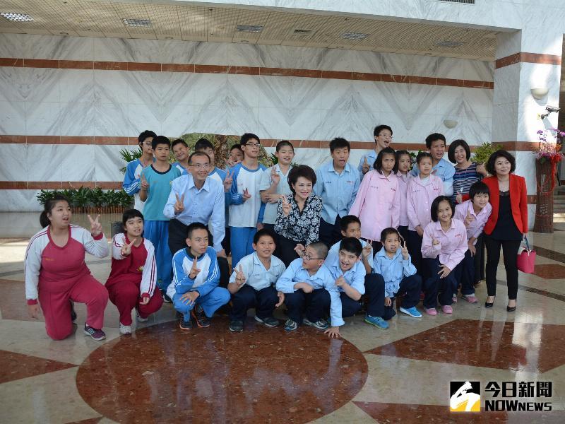 圖說:蕭淑麗議長歡迎北興國中特教班同學蒞臨參訪。(圖/記者郭政隆攝影2017.3.29)