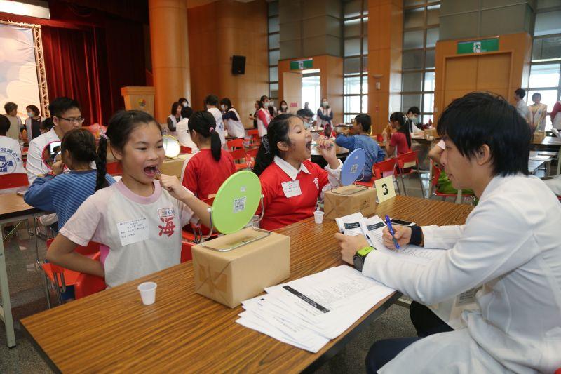 ▲今日新北市政府衛生局與新北市牙醫師公會合作,舉辦孩童潔牙比賽。(圖/新北市衛生局提供)