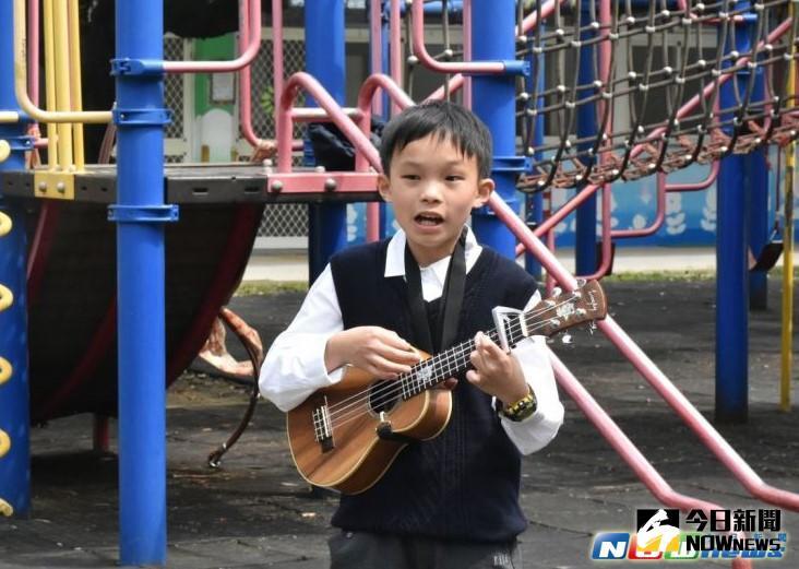 ▲寶山國小模範兒童洪少軍,能說能唱擅長表演,還是個火車迷。(圖/記者常似虎翻攝,2017.3.29)