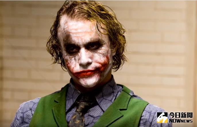 ▲希斯萊傑當年在《蝙蝠俠:黑暗騎士》中飾演瘋狂又哀傷的小丑,將該角色的黑暗面揣摩得絲絲入扣,也成為他的從影代表角色。(圖/翻攝自youtube,2017.04.06)