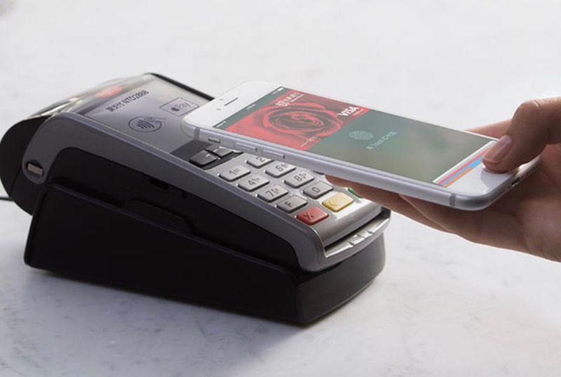▲Apple Pay在台開通,首波可綁定7家銀行信用卡,而且金管會統計,全台約4成共13萬台POS機可使用Apple Pay。(圖/翻攝自蘋果台灣官網)