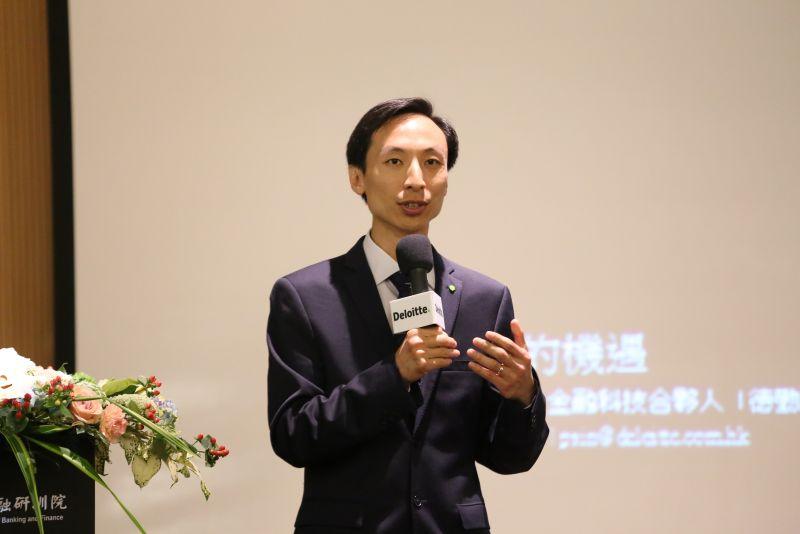 ▲勤業眾信聯合會計師事務所香港管理顧問服務合夥人冼君行表示,比特幣的區塊鏈技術,將大幅改變金融業趨勢。(圖/勤業眾信聯合會計師事務所提供)