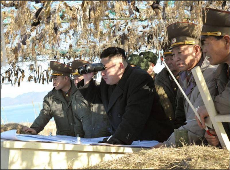 2013年3月11日,朝鮮最高領導人金正恩視察朝鮮西部前線部隊。