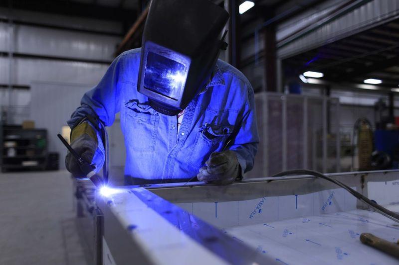 無薪假銳減4500人 紓困<b>製造業</b>有成效