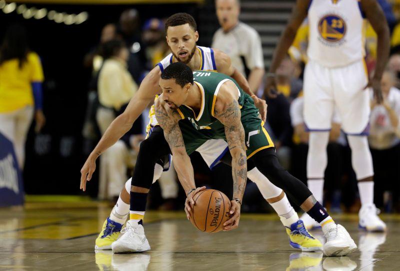 ▲Stephen Curry(中後)表示防守才是勇士贏球關鍵。(圖/美聯社/達志影像)