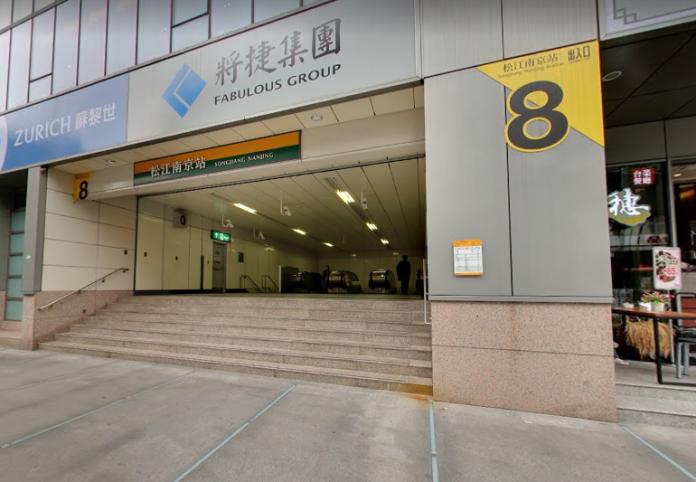 捷運松江南京站28日傍晚傳出手機爆炸事件,導致一名男子受傷。但警方追查後,發現竟是男子自己折斷手機釀禍。(圖/翻攝自Google map)