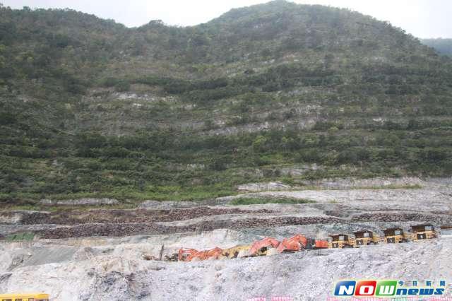 ▲環保團體發起大遊行,要求撤回亞泥礦場展延許可。(圖/NOWnews資料照)