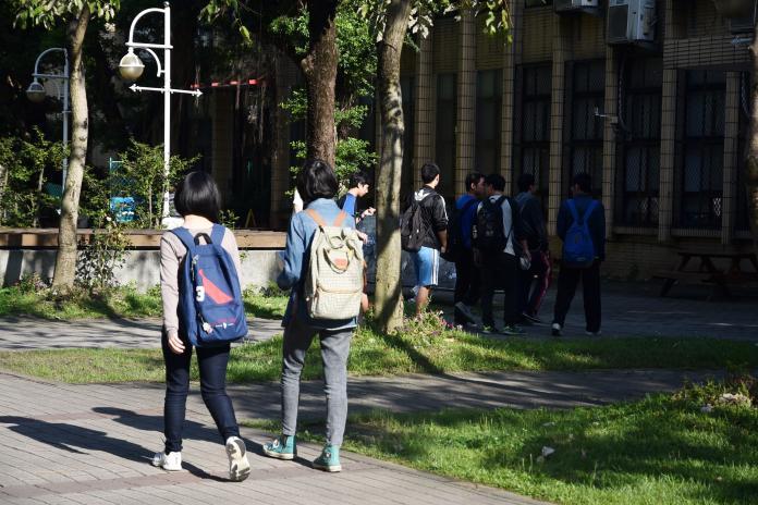 ▲大學教授沒收手機點名,但學生也有因應對策。(圖/NOWnews攝影中心)