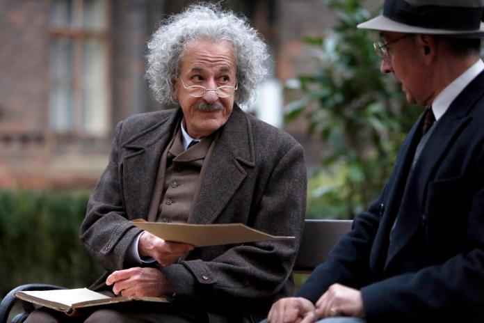 ▲《世紀天才》最終章,傑佛瑞洛許飾演晚年愛因斯坦。(圖/國家地理頻道提供,2017.06.23)