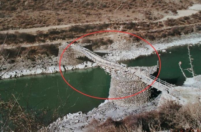 伸臂橋在歷史上廣泛分布在中國的西南的橫斷山區和青藏高原地區。