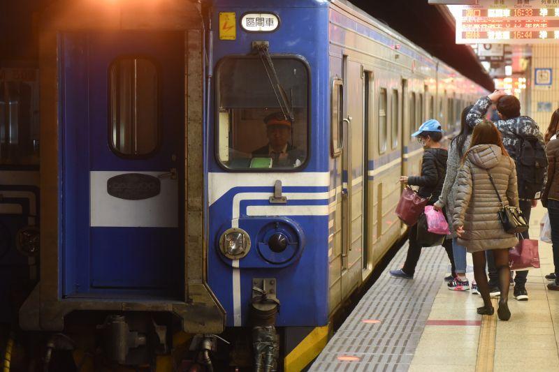 ▲台鐵希望第一線員工於值勤時盡量別戴口罩。(圖/NOWnews攝影中心)