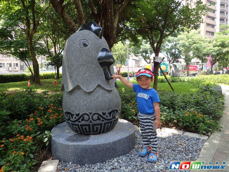 ▲板橋石雕公園全面打造12生肖的Q版石雕,並成為板橋區打卡的熱點。(圖/板橋區公所提供,2017.6.8)