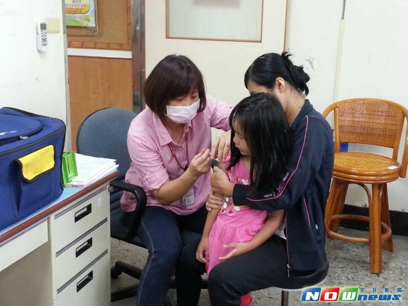 ▲衛生局長呼籲,家中滿5歲以上幼童,若有未完成接種的疫苗,儘速安排時間在孩子入學前完成。(圖/衛生局提供2017.6.8)