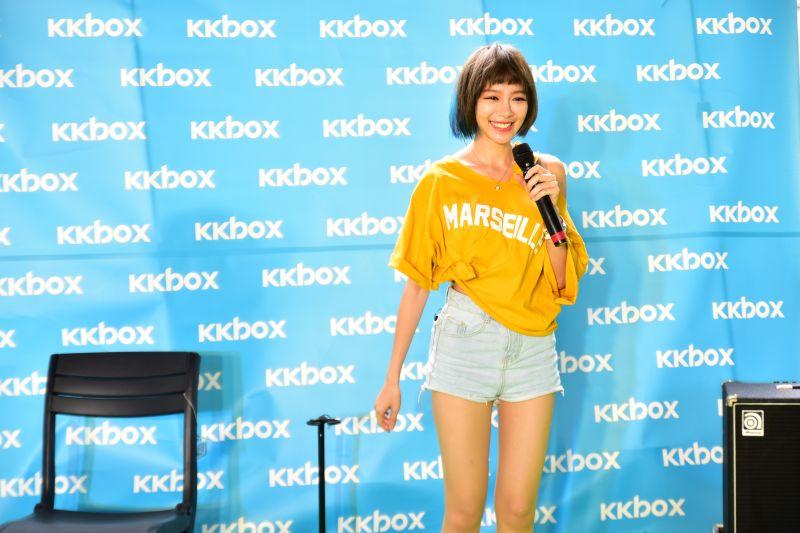 ▲林明禎深情演唱抒情新歌〈不是不愛〉。(圖/KKBOX提供,2017.06.08)