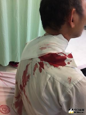 台中1名林姓公車司機(圖)7日下午2時許,駕駛公車行經霧峰區時,遭車上1名乘客持刀攻擊,脖子遭劃傷到醫院救治幸無大礙,涉案男子已被警方逮捕,警方正在偵辦。(翻攝畫面)中央社記者蘇木春傳真 106年6月7日