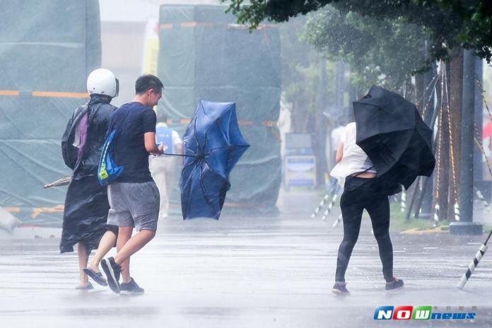 尼莎颱風過後,教育部統計全台校園損傷情況。(圖/記者陳明安攝,2017.07.29)