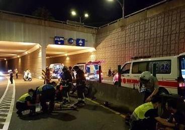 警消緊急搶救傷者。(圖/社會中心翻攝)