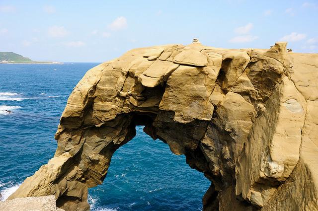 <b>象鼻岩</b>傳溺水意外 民眾驚見潛水客漂浮海面