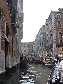 著名的「水都」威尼斯面臨觀光客過多的問題。(圖/翻攝自維基百科)
