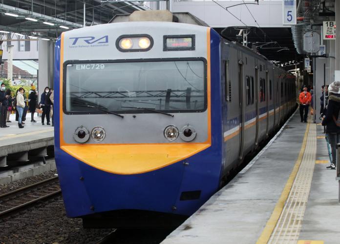 台鐵區間車是否該分艙等? 乘客揭「致命關鍵」:不可能