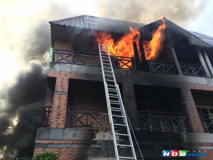 文心路一段4樓民宅發生火災 2女子受傷