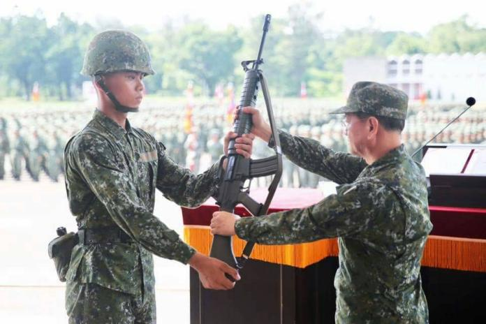 軍校聯合入伍訓練 陸軍司令勉勵勇於接受挑戰和磨練
