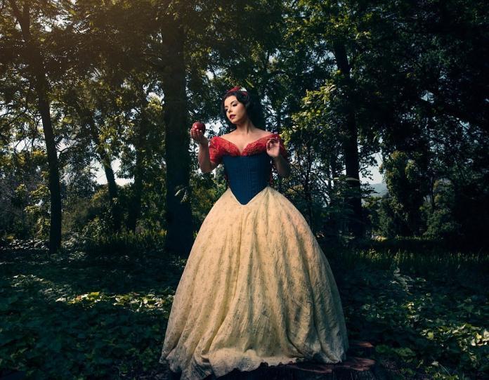 攝影師拍迪士尼公主們 變成熟女模樣